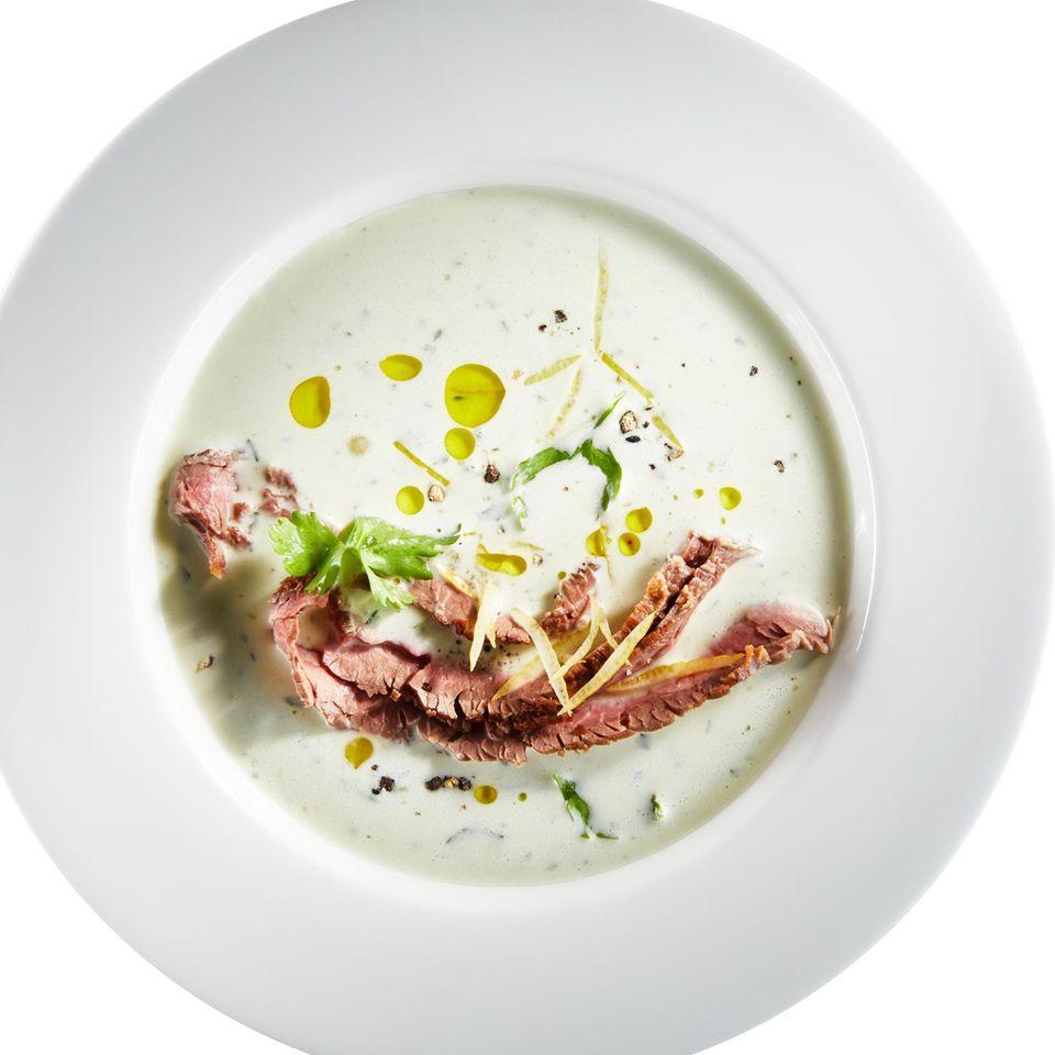 Meerrettich-Gremolata-Suppe mit gegrilltem Flanksteak