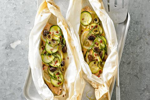 Saiblings-Päckchen mit Zucchini