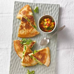 Quesadillas mit Tomaten-Mango-Salsa