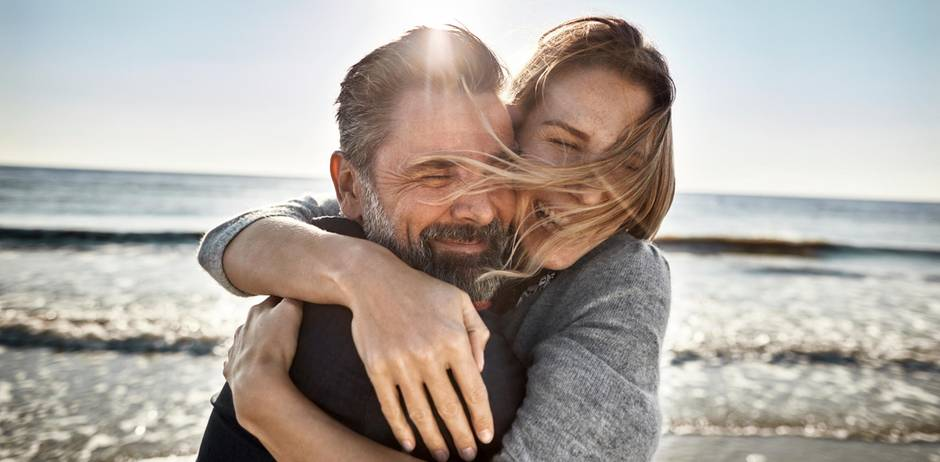 5 things happy couples never do