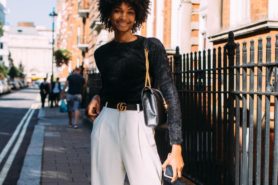 Sommerhosen: Frau mit Cargo-Hose