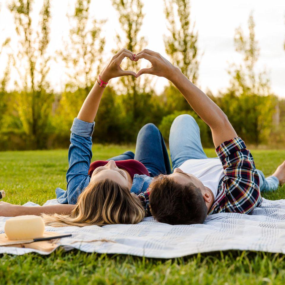 3 Sternzeichen, die euch in der Liebe auf Händen tragen