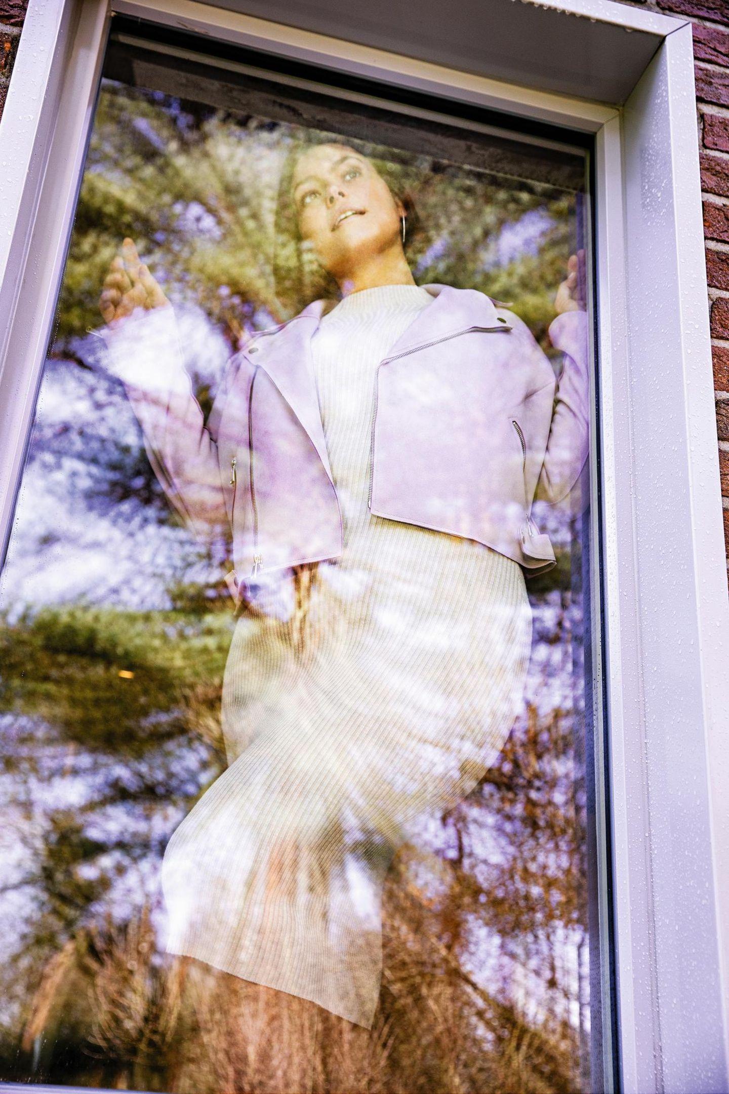 Sommerkleider: Cremefarbenes Strickkleid: