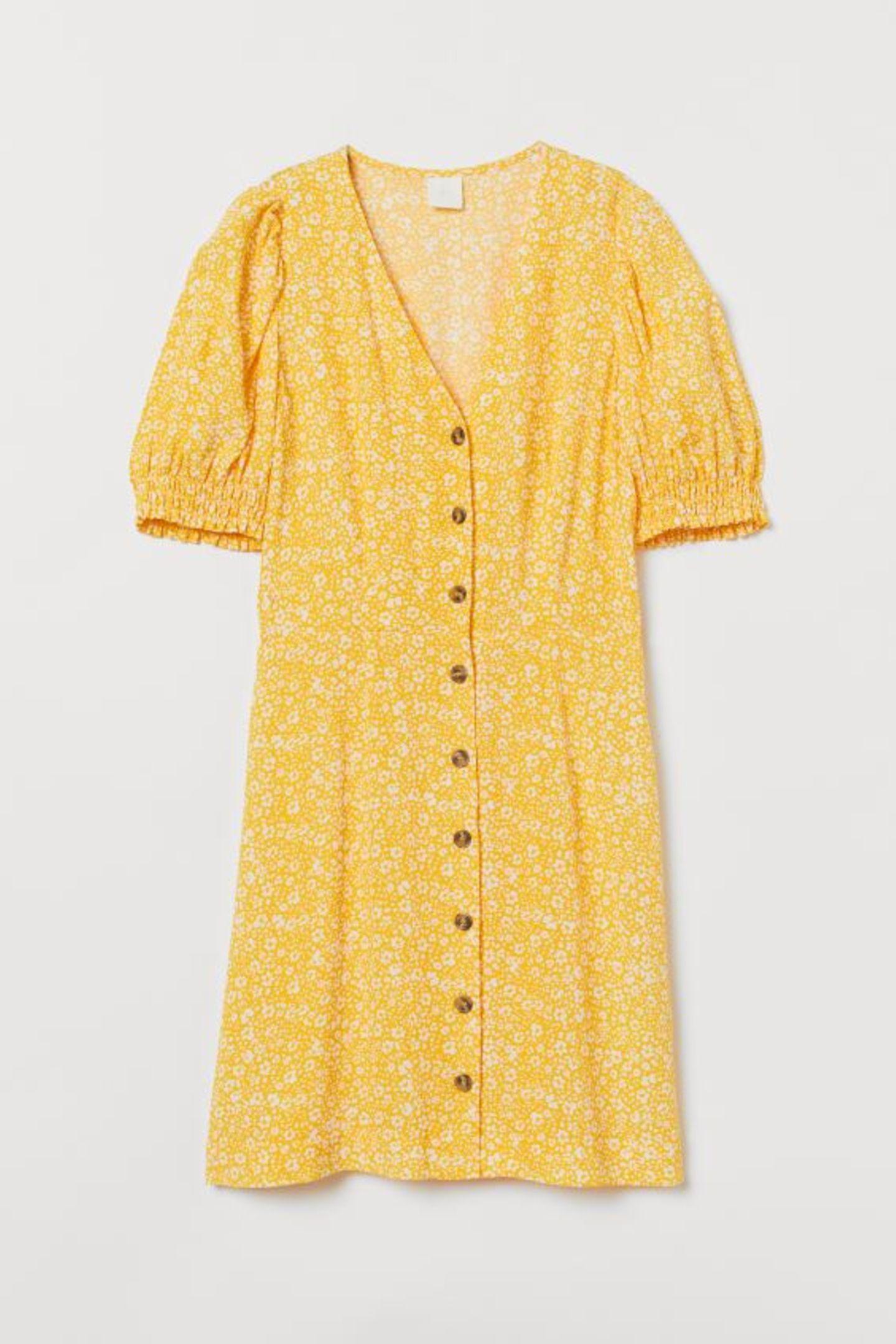 Wir sind bereits ganz vorne im Puffärmel-Game dabei – du auch? Falls nein, besteht definitiv Aufholbedarf. Dieses süße Kleidchen ist das perfekte Einsteigermodell. Von H&M, um 20 Euro.