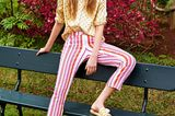 Sommertrend 2020: Hemdbluse mit Tupfen + gestreifte Jeans