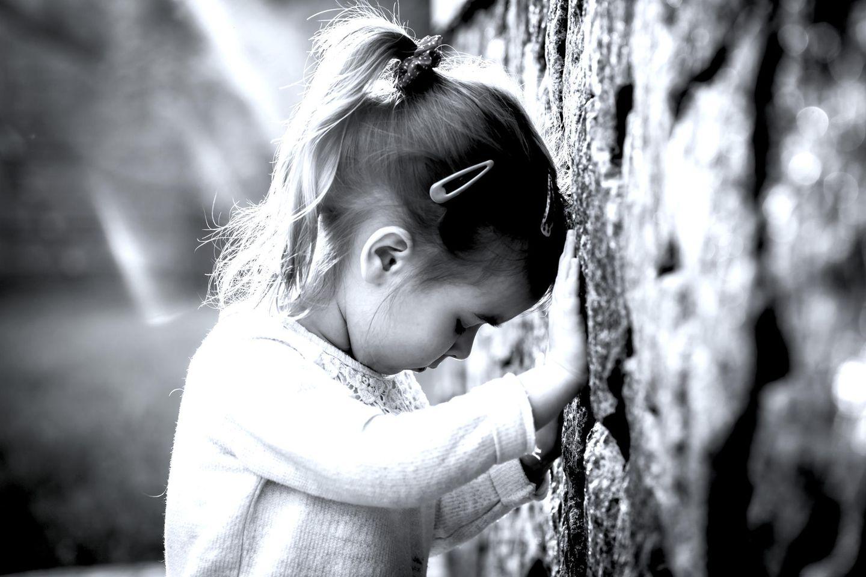 Kindesmissbrauch: Trauriges Mädchen