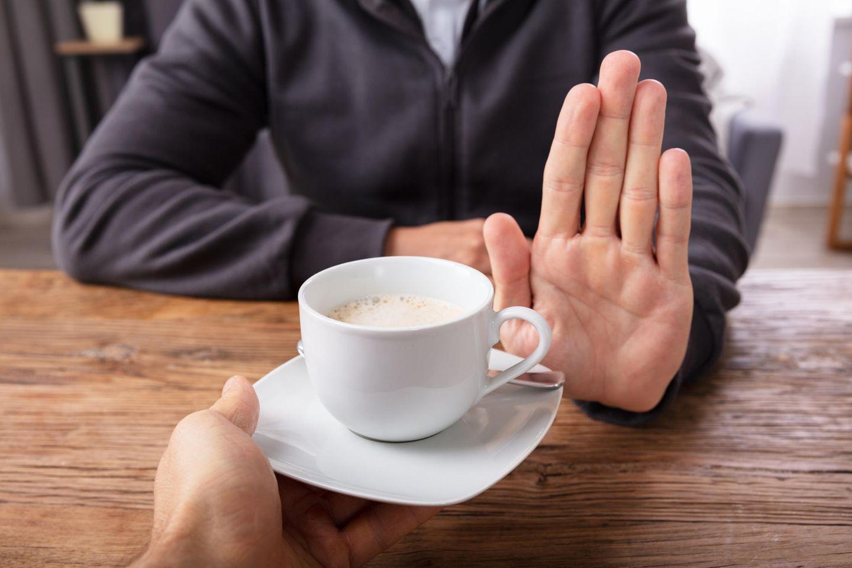 Hinz und Kunz: Mann mit ablehnender Handgeste