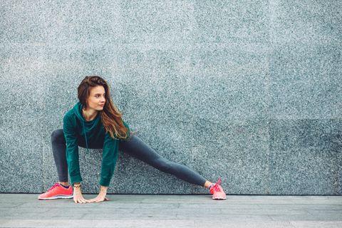 Sportfrisuren: Frau beim Workout