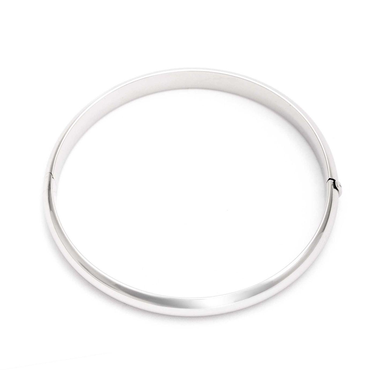 Klassisch und unverzichtbar ist ein schlichter Armreif. Dieser hier ist aus 925er Silber und ein Allrounder, den wir so schnell nicht wieder ausziehen. Von Juwelier Kraemer, um 90 Euro.