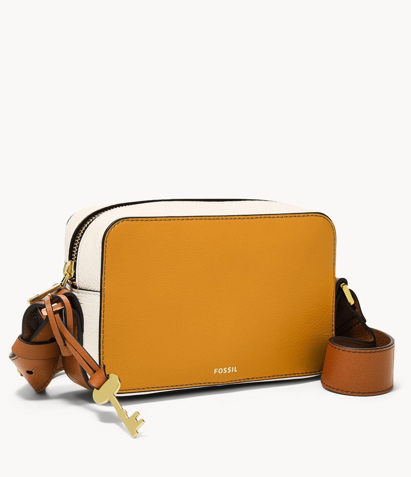 Nur weil etwas praktisch ist, heißt es noch lange nicht, dass es deswegen weniger stylisch ist. Diese coole Camerabag mit breitem Strap beweist ja wohl das Gegenteil. Von Fossil, reduziert auf 42 Euro.