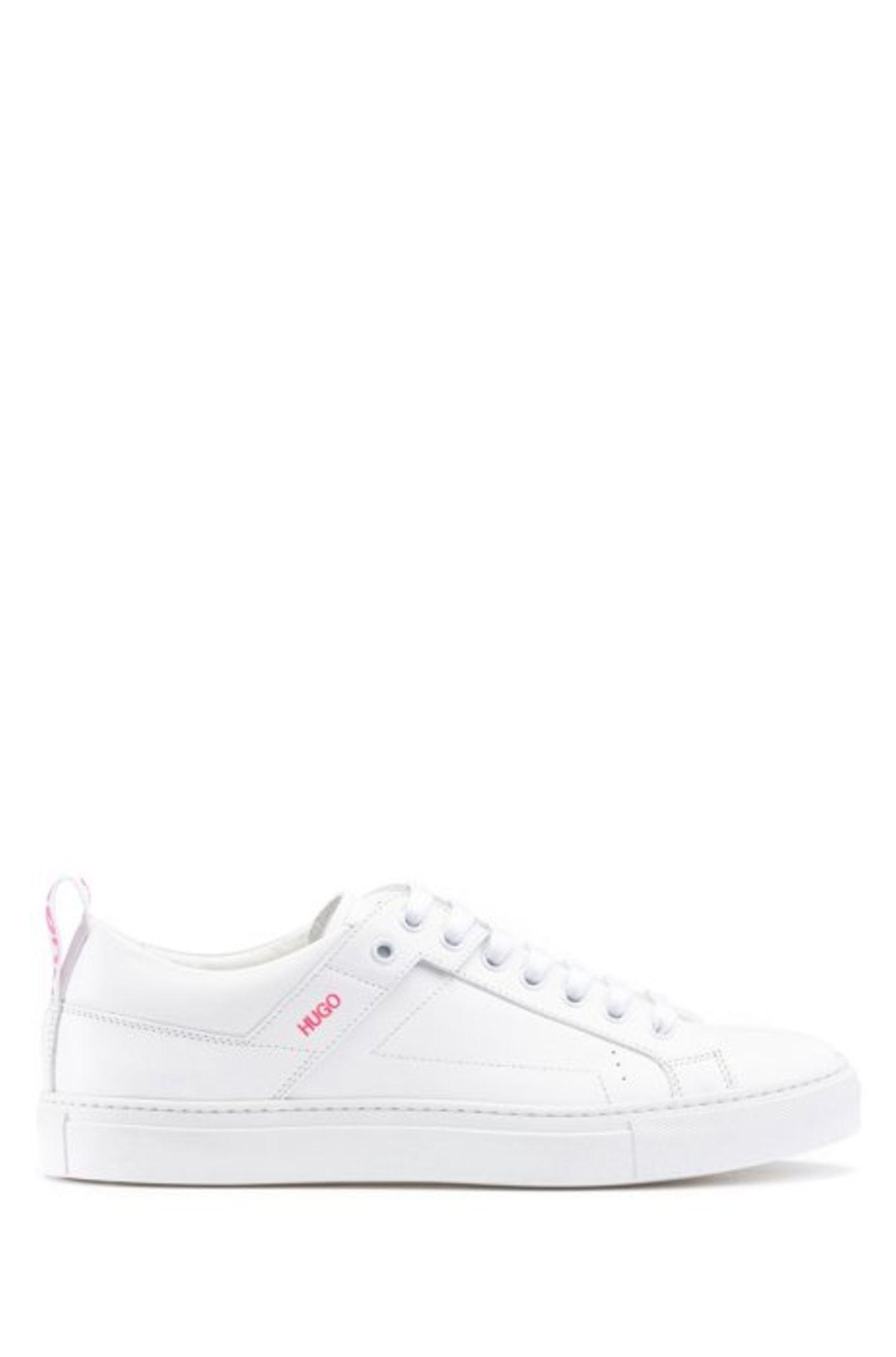 Italienisches Leder, cleaner Look – wir versprechen euch, diese Sneakers werdet ihr länger als nur eine Saison lieben. Obzum Walle-Kleidchen oder zu Jeans – dieser Schuh-Allrounder ist ein echtes Lieblingsteil. Von Boss, reduziert auf 179 Euro.