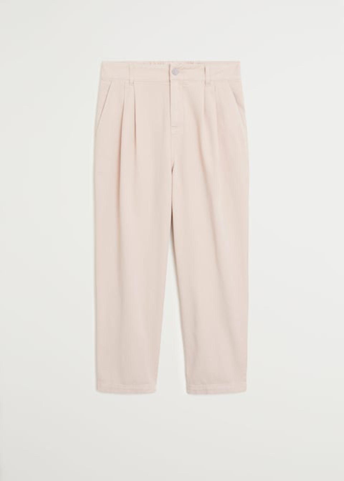 Wie Zuckerwatte kommt diese puderfarbene Hose daher – und genau so süß wie die Farbe ist auch der Schnitt. Die Hose ist jedenfallsdie perfekte Alternative zu Kleid oder Rock. Von Mango, reduziert auf 30 Euro.