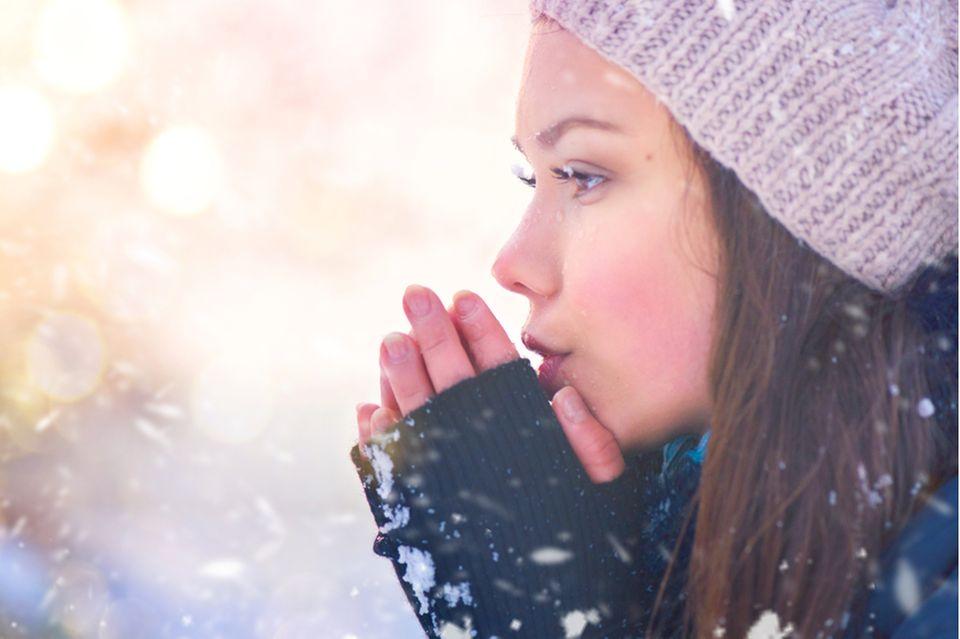 Armstulpen nähen - Frau in Winterkleidung