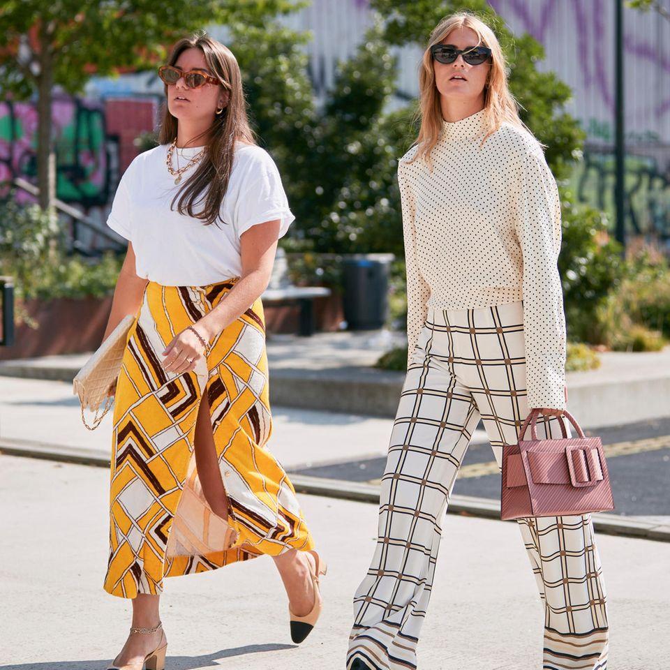 Beine kaschieren: Zwei Frauen mit langer Hose und Rock