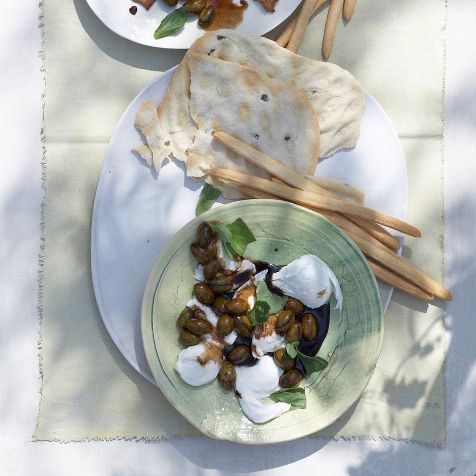 Mozzarella und Putensteaks mit Kaffee-Oliven-Sirup