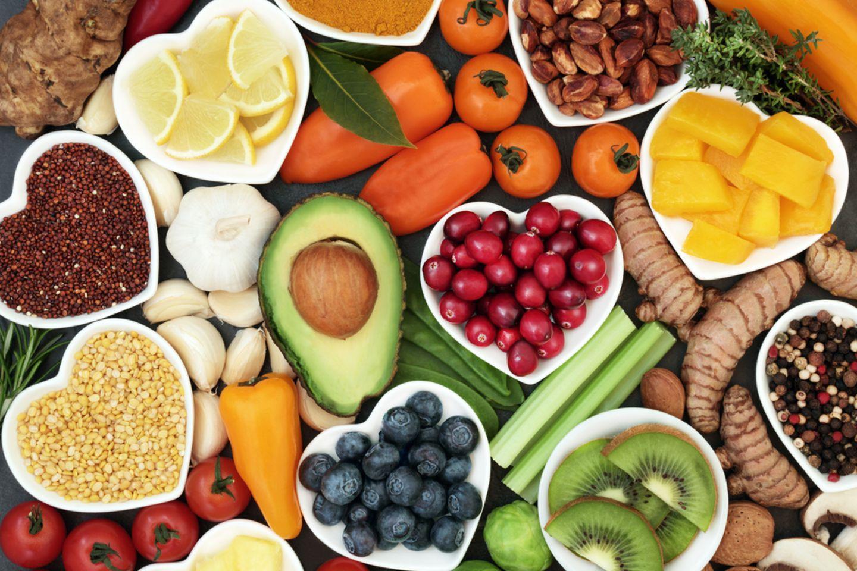 Clean Eating: Obst auf Tellern