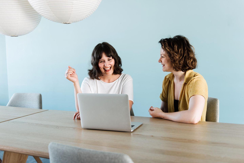BRIGITTE Academy Sessions: Frauen am Laptop