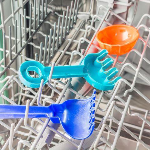 6 Dinge, die außer Geschirr noch in die Spülmaschine können: Spielzeug in der Spülmaschine
