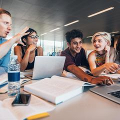 Studieren im Ausland: Studierende in der Gruppenarbeit