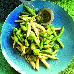 Penne mit Bohnen und Salsa verde