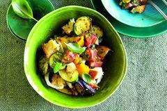 Sommergemüse: Brotsalat mit Ratatouille-Gemüse