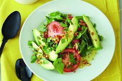 Avocado-Tomaten-Salat auf Rauke