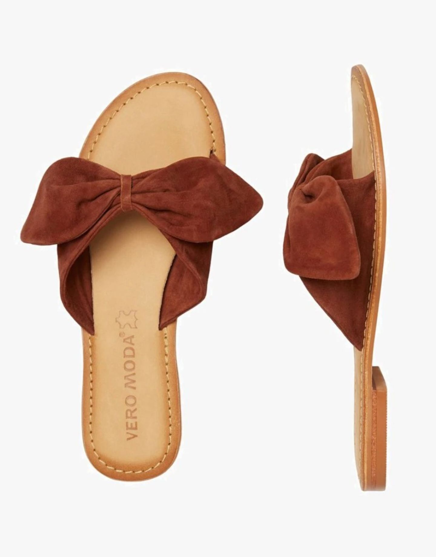 Schleifen sind längst nicht mehr nur etwas für kleine Mädchen. Auf coolen Pantoletten verpassen sie unserem Look zwar einen girly Touch, sehen gleichzeitig aber immnoch super trendy aus. Von Vero Moda über Zalando, um 40 Euro.