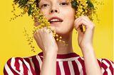 Düfte und ihre Wirkung: Model mit Blumenschmuck auf dem Kopf