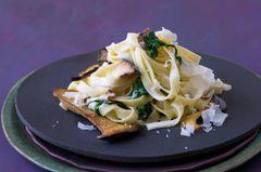 Tagliatelle mit Pilzen und Spinat-Zitronen-Soße