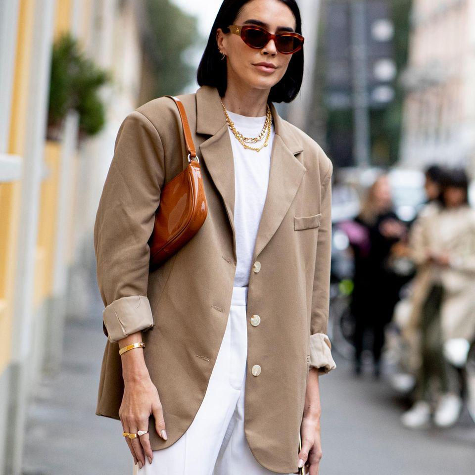 Sommer Basics: Frau in Blazer