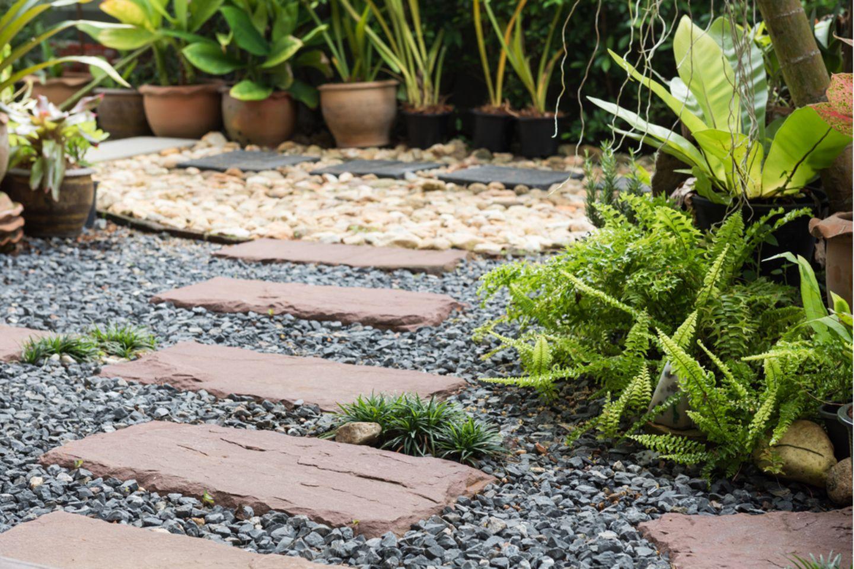 Steingarten anlegen: Steingarten mit Gehweg