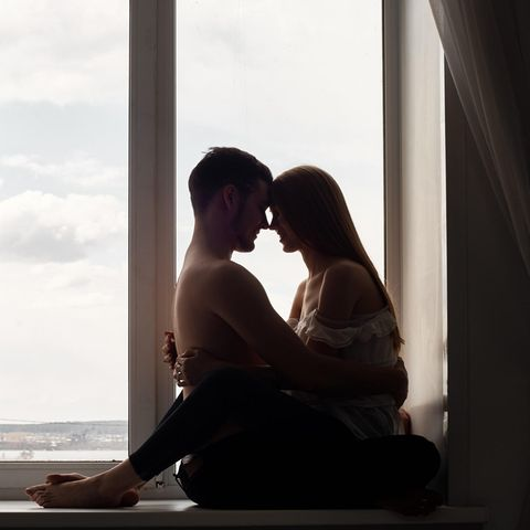 Studie: Ein Pärchen in einem Hotelzimmer