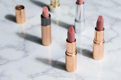 Lippenstift: 3 Lippenstifte auf einem Tisch