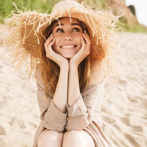 Sommergewinnspiel 2021: Frau am Strand