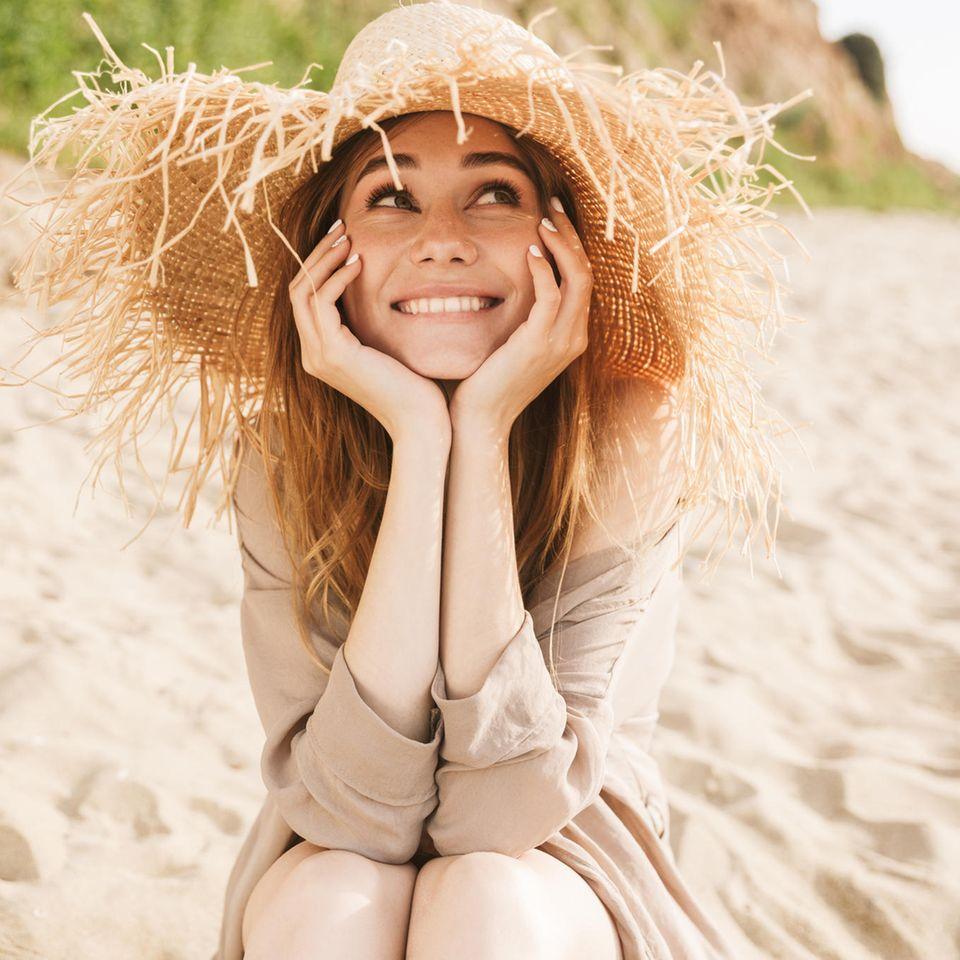 Sommergewinnspiel 2020: Frau am Strand