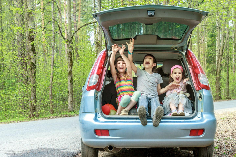 Spiele für unterwegs: Kinder im Auto