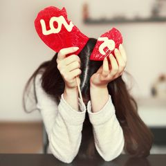 Studie: Eine traurige Frau mit einem gebrochenen Herzen