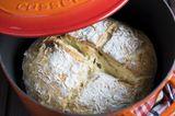 No-Knead-Bread im gusseisernen Topf