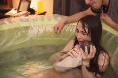 Emotionale Geburtsbilder: Frau mit Baby