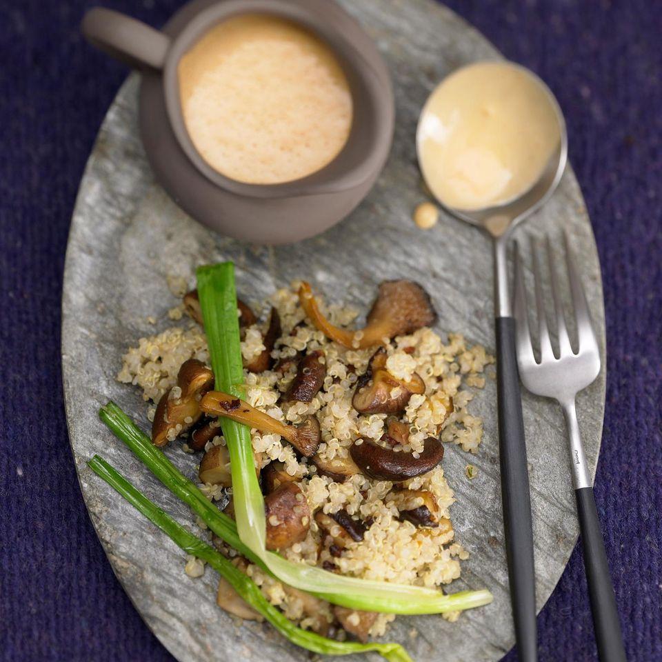 Quinoa-Pilzpfanne mit Hagebuttensoße