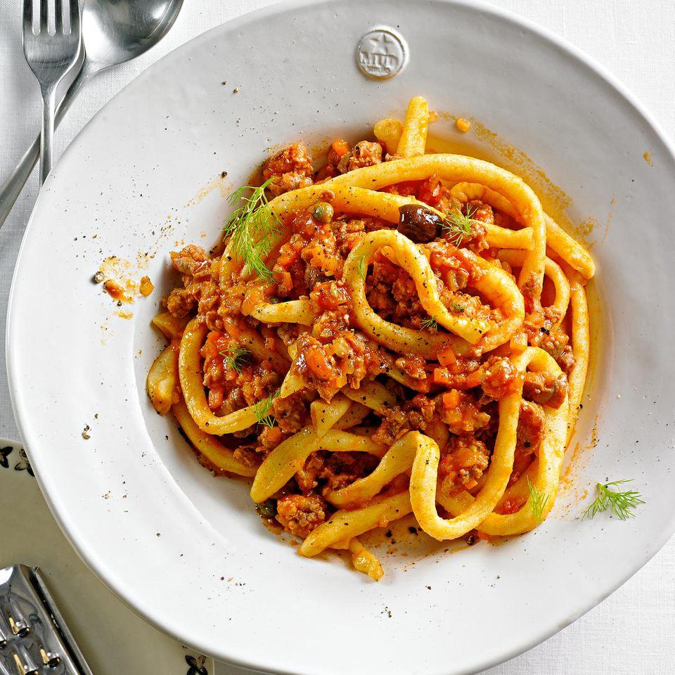 Pici mit Salsiccia-Fenchel-Ragu