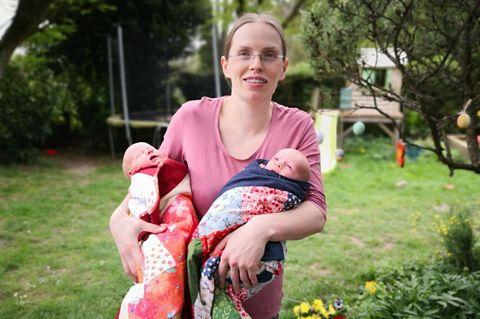 Alleingeburt: Sarah Schmid und ihre Zwillinge