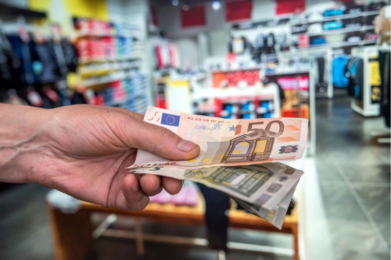 Sparen: Mit Euros bezahlen