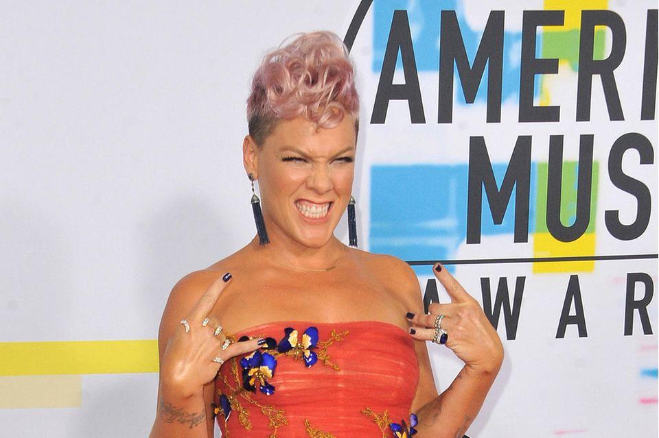 Undercut Frauen: Sängerin Pink