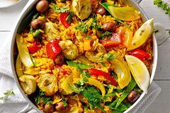 Reispfanne: Gemüse-Paella mit Artischocken