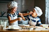 Kleinkinder: Lachende Geschwister