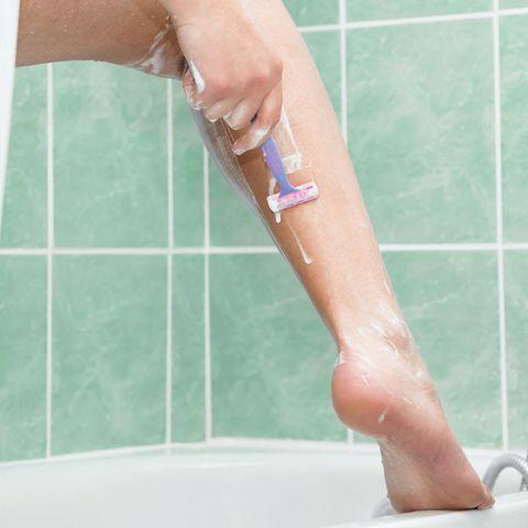 Expertin warnt:: Darum sollten wir alle die Finger vom Rasierer lassen!