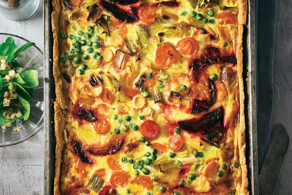 Herbstgerichte: Gemüse-Quiche mit Feldsalat