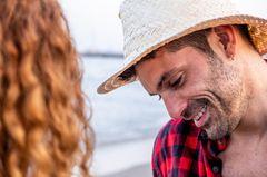 Bumerang-Männer: Ein sexy Mann mit Hut