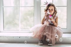 Mädchen-Eltern: Mädchen mit Seifenblasen